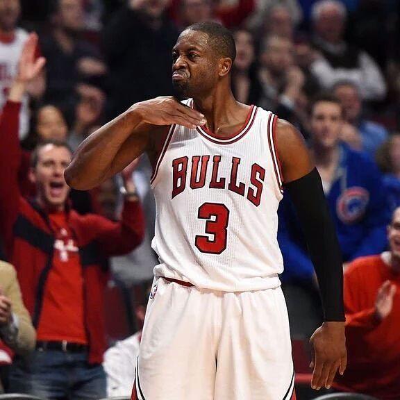 Dwyane Wade ha sido sancionado por la NBA por este gesto. El nuevo jugador de los Bulls deberá de pagar una multa de 25.000$.