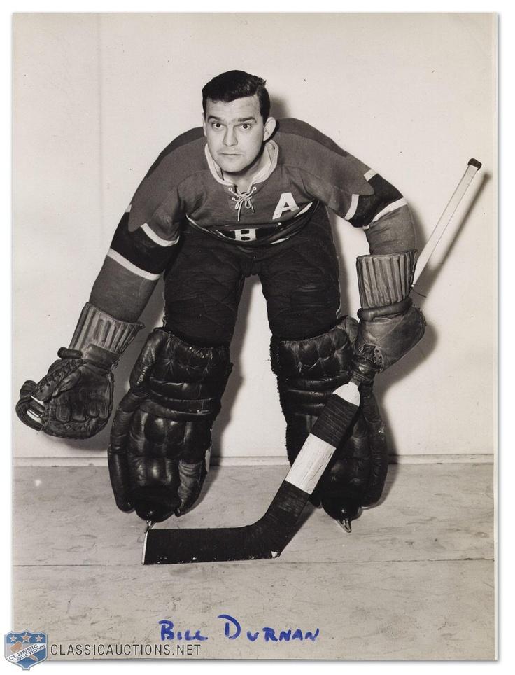 Bill Durnan : William Ronald « Bill » Durnan (22 janvier 1916 à Toronto, Ontario - 31 octobre 1972) est un joueur professionnel de hockey sur glace en Amérique du Nord. Il évoluait en tant que gardien de but pour les Canadiens de Montréal de la Ligue nationale de hockey. Il a joué sept saisons au sein de la Ligue nationale de hockey et était ambidextre.