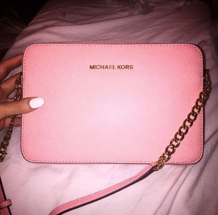 Love ,love , so beautiful bag, I love Michaelkor very much. MK!! 59.99 USD