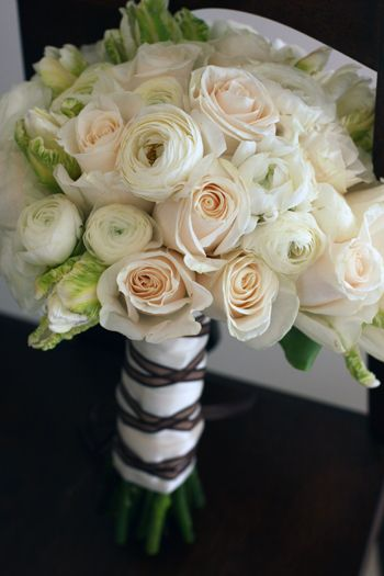 kellysflowers_white_ranunculus_with_ivory_roses_and_green_parrot_tulips_bridal_bouquet