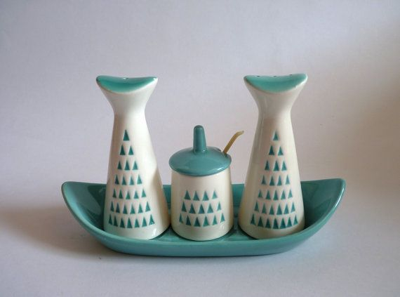Absolutely stunning atomic era cruet set comprising salt and pepper shakers, mustard pot with lid and tiny white plastic spoon and a boat shaped