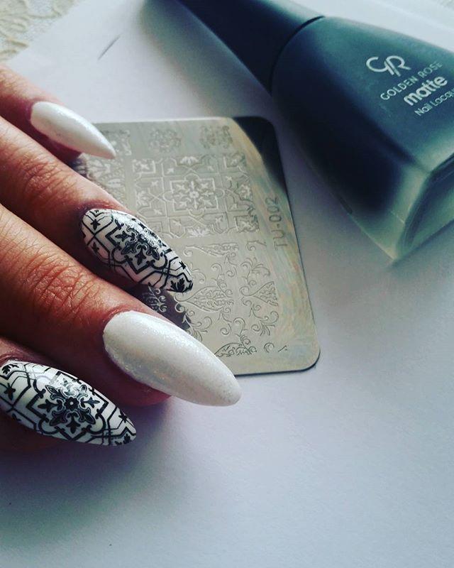 Mat pokryty połyskiem i stemple 💅🖒 znalezione tylko na ali:) #nail#nailstamping#marshmallowstamp#instanail#paznokcie #goldenrose #warszawapaznokcie#blaszkadostempli#mat#mattenail#stemplowanie#aliexpress#hedonistkanails