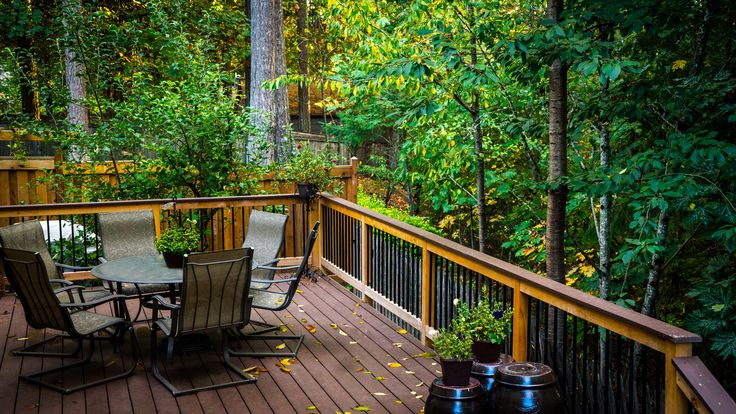 PVC Deck with Cedar Railing and Metal Balusters