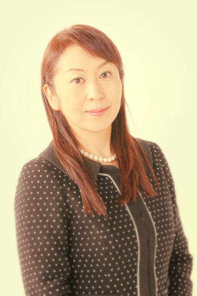 ゲスト◇諏訪貴子(Takako Suwa) 1971年東京都生まれ。成蹊大学工学部卒業後、ユニシアジェックス(現・日立オートモティブシステムズ)でエンジニアとして働く。32歳(2004年)で父の逝去に伴いダイヤ精機社長に就任。新しい社風を構築し、育児と経営を両立させる若手女性経営者として活躍中。日経BP社Woman of year 2013 大賞を受賞。 ニュースZEROや日曜討論等のメディアに多数出演し、中小企業の現状を伝えている。
