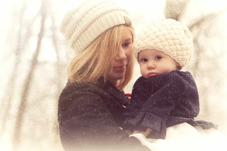Mother and daughter winter outdoor photography.