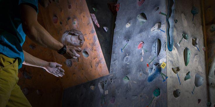 Забитые руки. Руки превратились в камень.  В этой статье я расскажу, почему забиваются руки и как оттянуть приближение полной забитости.  Читать статью: http://www.rockclimber.ru/забитые-руки/ #скалолазание #забитыеруки #молочнаякислота #выносливость #рожденбытьскалолазом #RockClimber