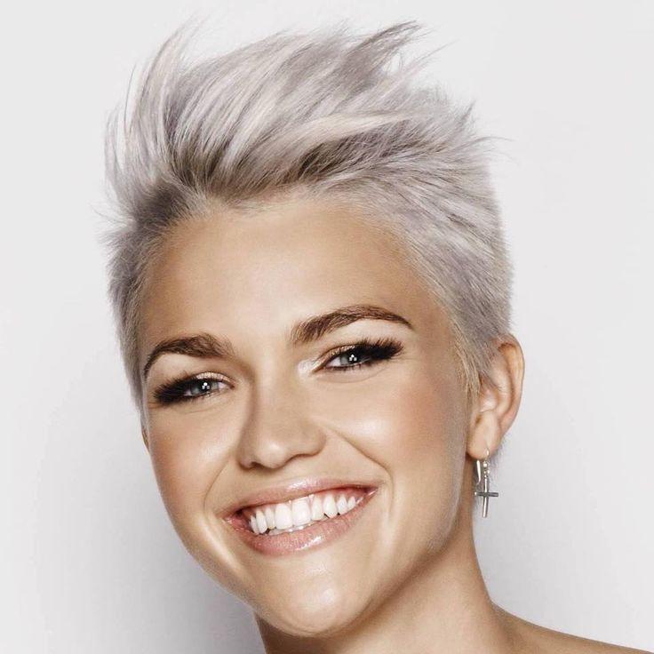 ¿Te vuelven loca los cabellos teñidos? ¿Azul, verde, rosa, rojo y morado? Hoy en día te puedes teñir el pelo con cualquier color que puedas imaginar. ¡Ve a tu peluquero, cómprate un tinte y manos a la obra!