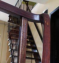 Scari interioare din lemn masiv. Mana curenta, Placari trepte. Preturi