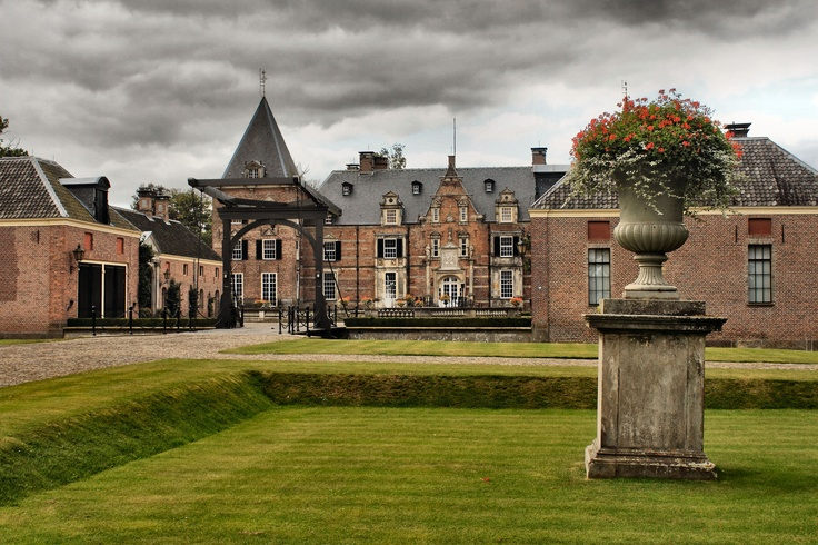 The Twickel castle. Delden, (Hof van Twente), the Netherlands. (by: harry eppink)