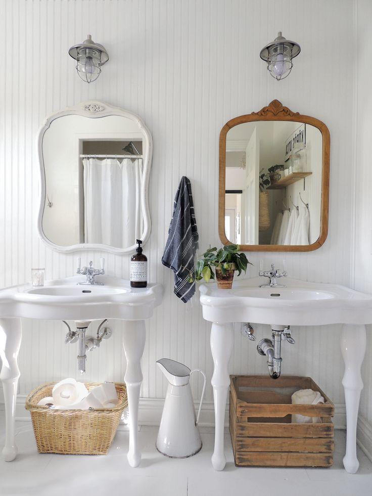 Look how clean and simple this Nebraska bathroom is. We're obsessed!