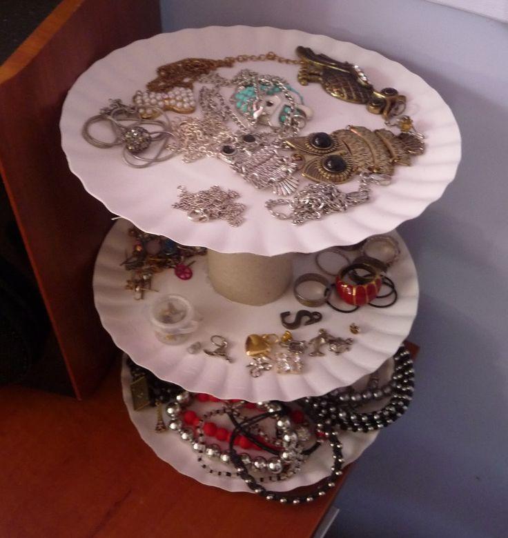Ręko-czyny: Stojak na biżuterię