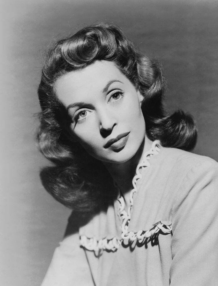 Lilli Palmer, geb. Lilli Marie Peiser (*24. Mai1914inPosen; †27. Januar1986 inLos Angeles) war eine deutsch-britisch-schweizerischeSchauspielerin,AutorinundMalerindeutscherHerkunft. Lilli Palmer starb im Alter von 71 Jahren in Los Angeles anKrebsund wurde auf demForest Lawn Memorial ParkinGlendale,Kalifornienbeigesetzt.