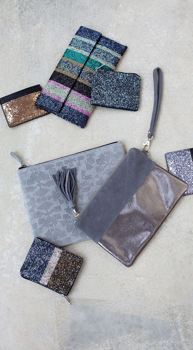 Our Darya Dazzling Clutch isn't called 'dazzling' for nothing. The soft suede material adds texture to the clutch whilst the gunmetal metallic is ideal for that evening shimmer.
