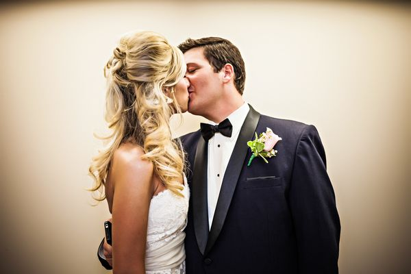 Knoxville bride and groom kiss on wedding day, photographed by Velo Visuals | The Pink Bride www.thepinkbride.com