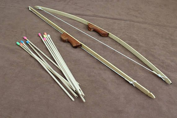 KID'S ARCHERY SET: 36 inch linen backed bamboo bow with