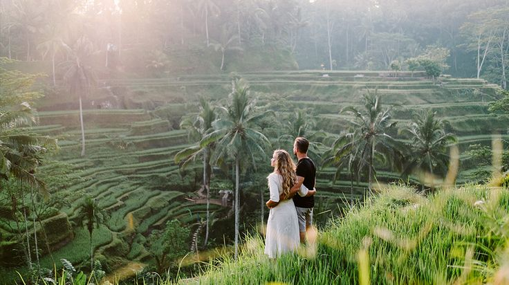 Tegalalang rice terrace honeymoon photography is one of our client favourite. The famous tourist objects in Bali situated in Tegalalang Village north of Ubud Bali featured by the amazing rice terrace set the cliff. Tegalalang Village is located on 600 m above sea levels covered by good temperature where most of the villagers as a farmer. #bali #honeymoon #photography #ubud #rice #terrace