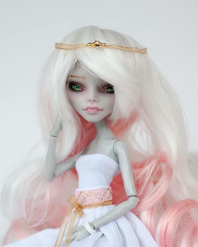 Here is a close up of Seren. I did have fun creating this little one. #artdoll…