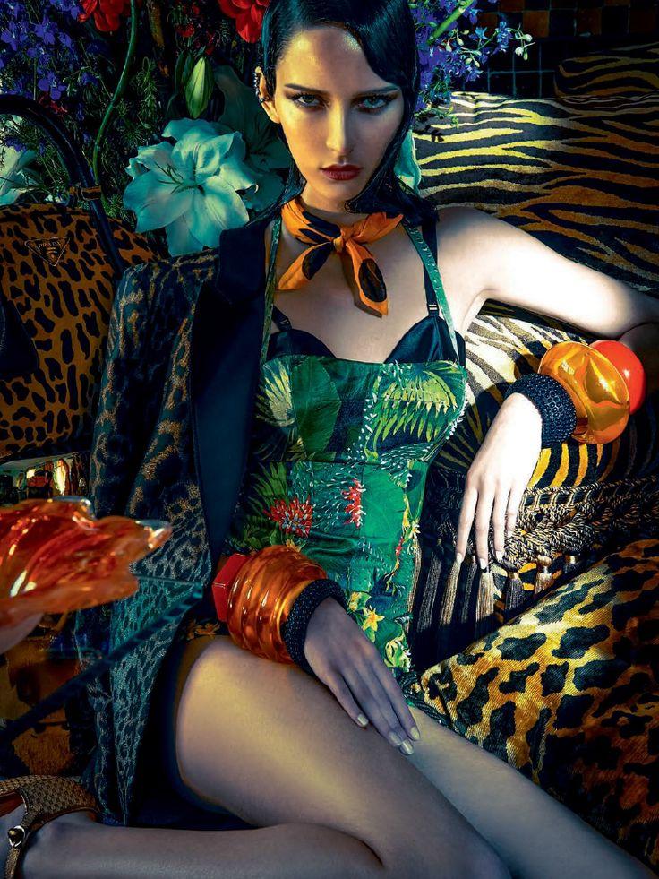 Publication:Vogue Brazil November 2013 Model:Waleska Gorczevski Photographer:Zee Nunes Fashion Editor:Daniel Ueda Beauty:Max Weber