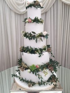 Size matters!- some things to consider when choosing your weddding cake - from Kelly Lou Cakes