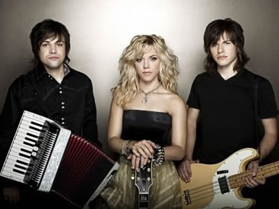 The Band Perry has announced they will headline the historic Ryman Auditorium in Nashville on February 20, 2012