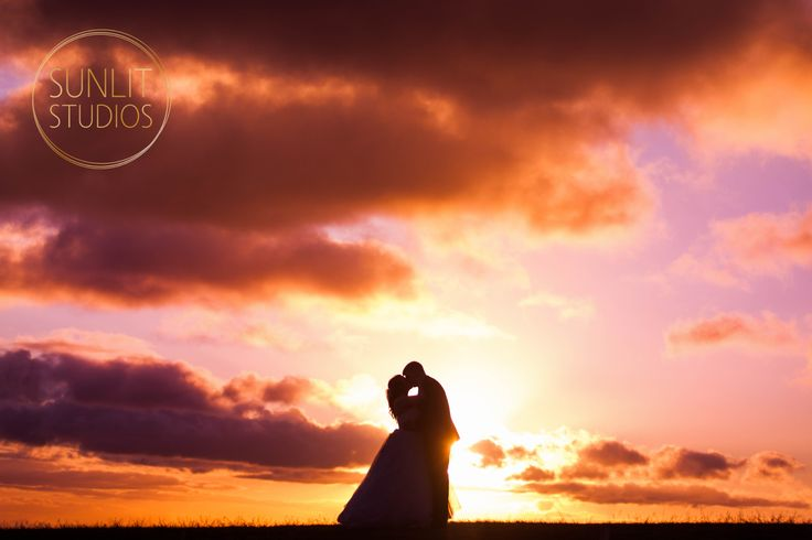 Stunning sunset perfect for a wedding silhouette photo! Photography by Gold Coast photographers, Sunlit Studios.