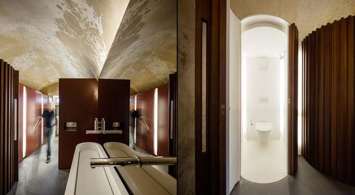 Коричневые стены в дизайне интерьера бара