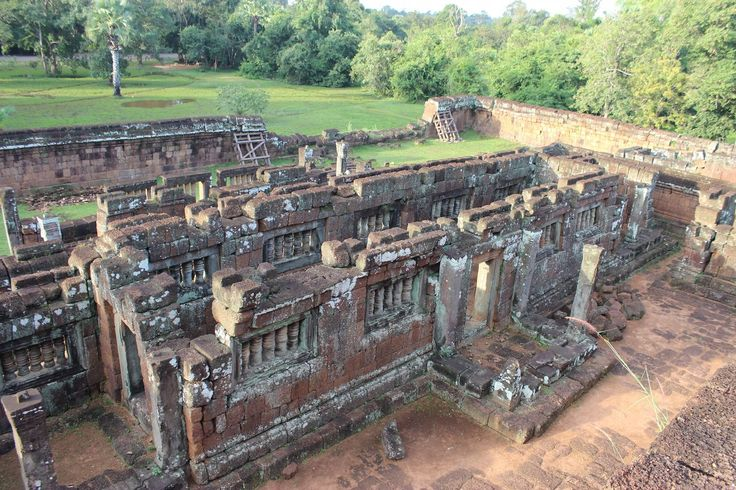 Human History In Brief - Under Yasovarman I the East Baray was also created, a massive water reservoir of 7.1 by 1.7 km in Combodia.
