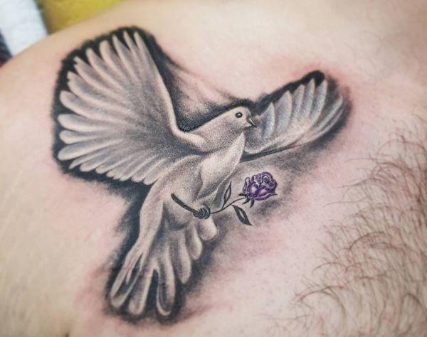 35 Tauben Tattoos – es ist ein internationales Friedenszeichen