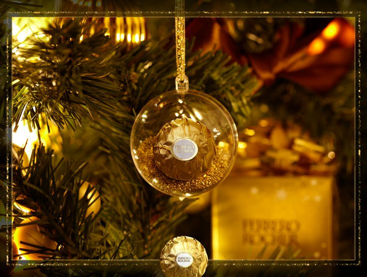 [Thalie] Illuminez vos moments de fête cette année avec les exquises boules de Noël Ferrero Rocher.