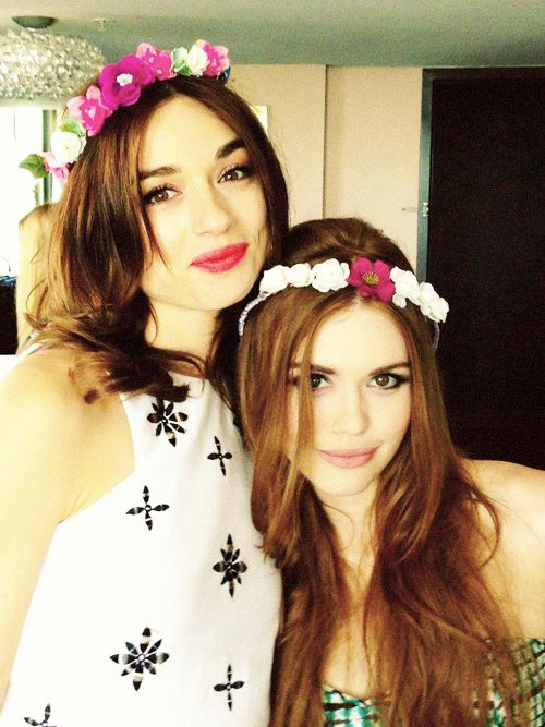 Crystal Reed & Holland Roden - Teen Wolf cast. ♥ And if you Comment, Like, Re-Pin. Thank's! Repined by hollywoodobsessed.com/category/style-fashion/
