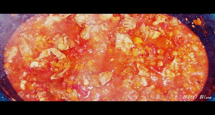 Gulasz wołowy http://kuchniabetti.blogspot.com/2013/01/gulasz-woowy.html