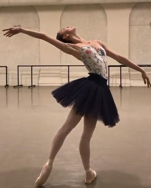 Ballet Dance Videos, Dance Choreography Videos, Ballet Dancers, Ballet Pictures, Dance Pictures, Ballet Dance Photography, Dance Poses, Ballet Beautiful, Just Dance