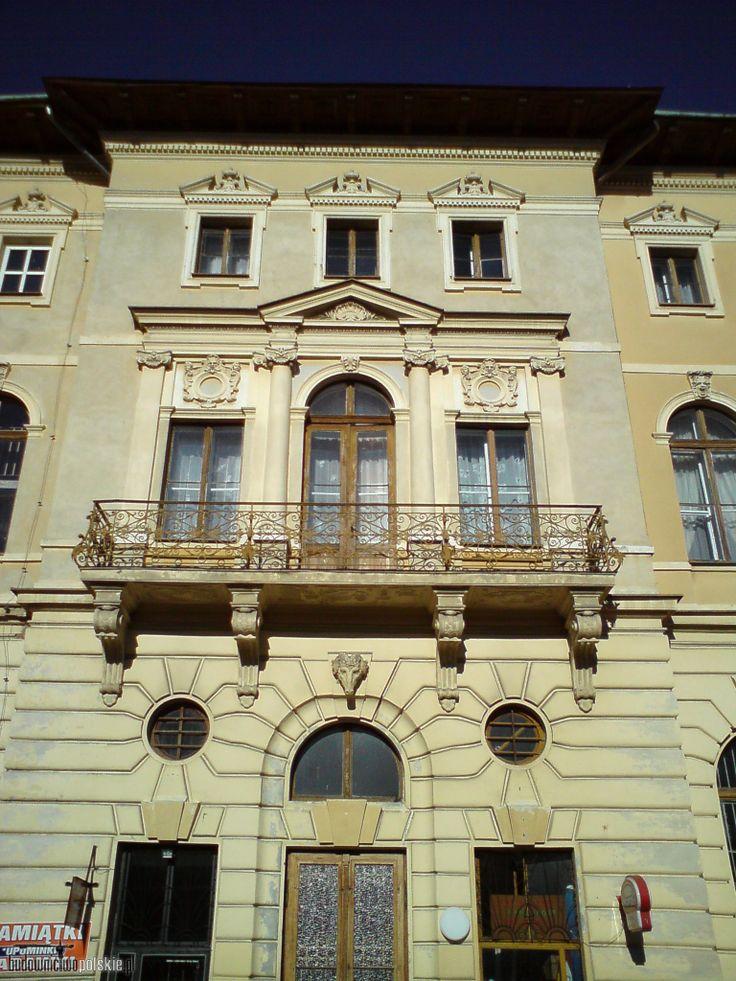 elewacja_zabytkowego_budynku_starego_domu_zdrojowego_-_widok_na_balkon_w_scianie_bocznej_budynku.jpg (1536×2048)