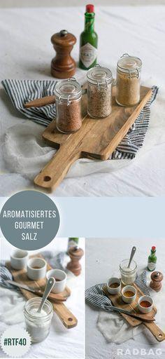 Ein DIY Weihnachtsgeschenk für alle Gourmets. Aromatisiertes Salz in fünf verschiedenen Geschmacksrichtungen. Ganz einfach zum selbermachen.