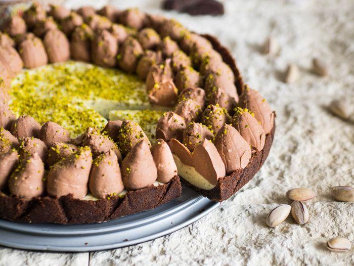 La cheesecake al pistacchio e cioccolato è un dolce delizioso perfetto per i più…