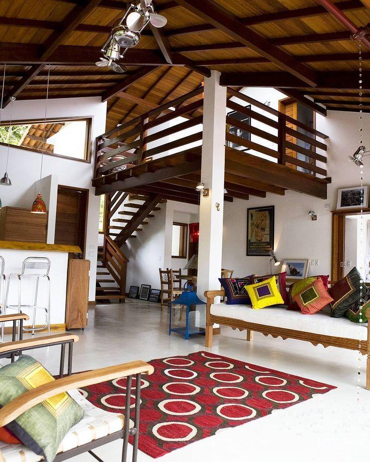 Inspiração nesta casa com estilo moderno, contemporâneo, com estética de loft americano. Piso de concreto polido e teto em madeira nobre brasileira (Casa do Dean - Arraial d´Ajuda, projetoCarlos de Oliveira Rodrigues)