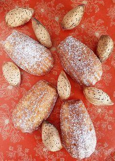 Egyértelműen kiütötte a madeleine nálunk a muffinokat a tízórais dobozból, és egy ekkora, kb. 25-30 madeleine-re elég adag sem húzza keddné...