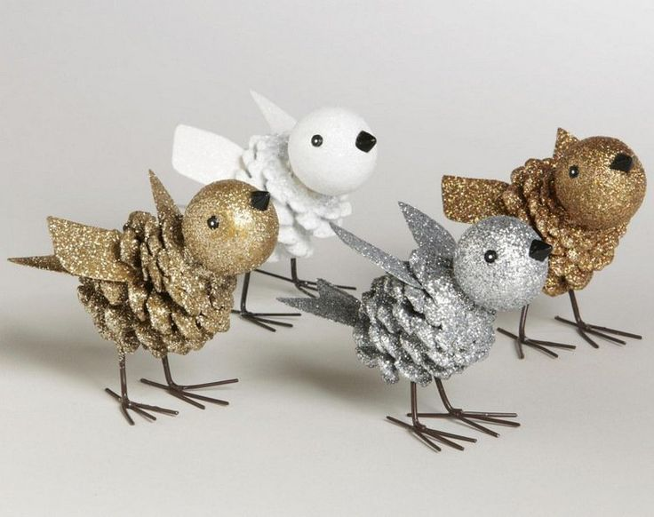 bricolage enfants oiseaux en pommes de pin et boules décoratifs