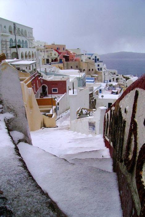 GREECE CHANNEL | New Wonderful Photos: Snow in Santorini, Greece