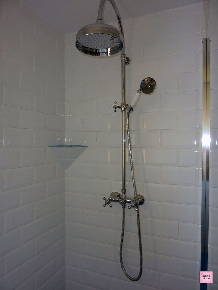 Ciel de douche, douchette et faience métro