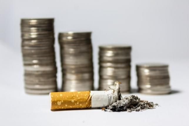 Cigaretta és pénz - PROAKTIVdirekt Életmód magazin és hírek - proaktivdirekt.com