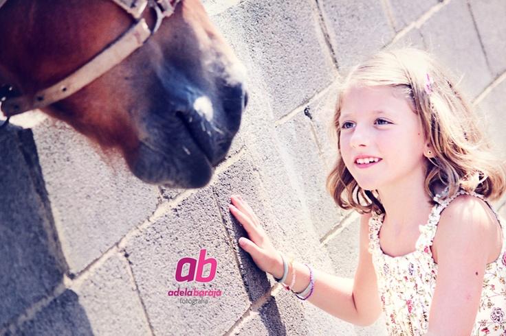 Niña con caballo; girl with hourse