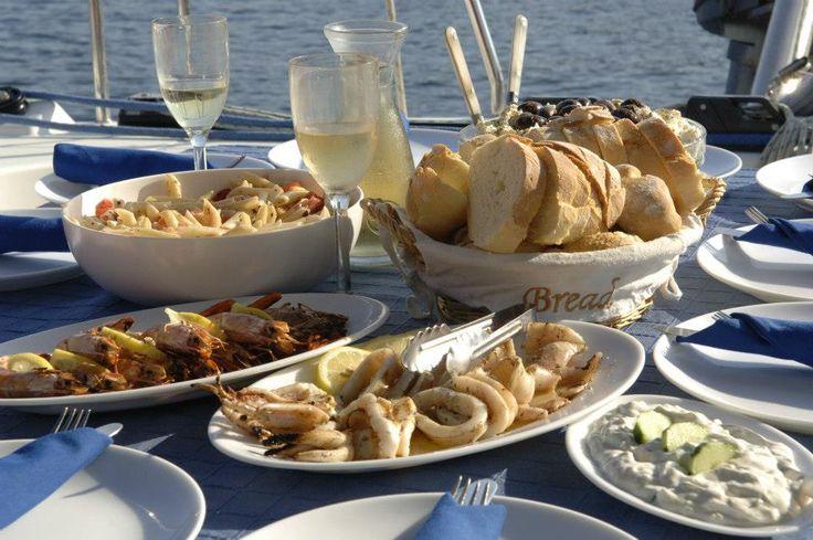 #goumet #wine #sun #sail #santorini #tzatziki