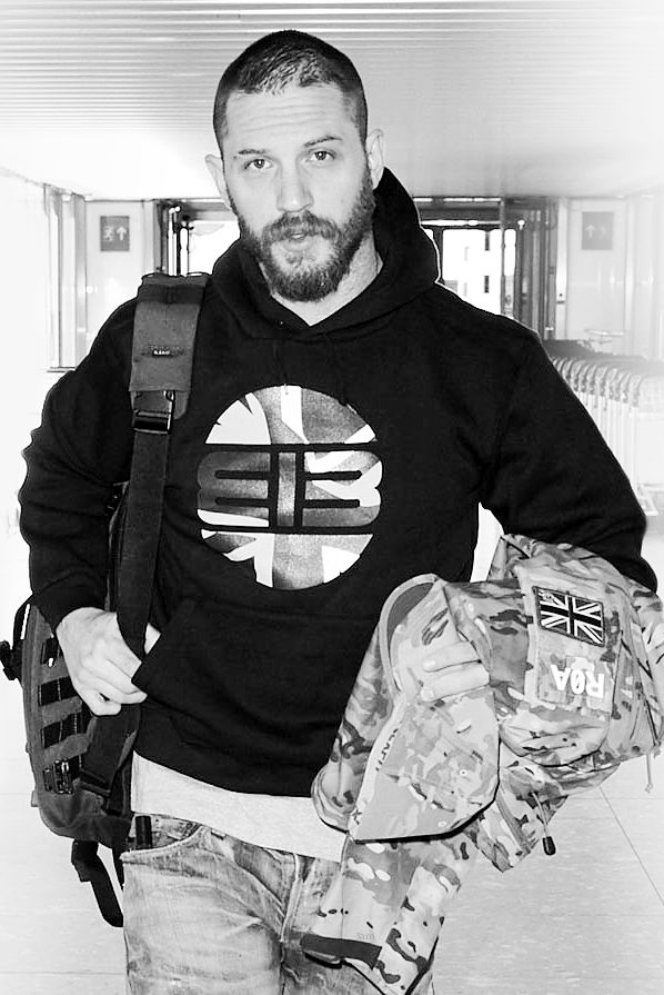 Tom Hardy - some shots of Tom at Heathrow on his way to Cannes - TH0043