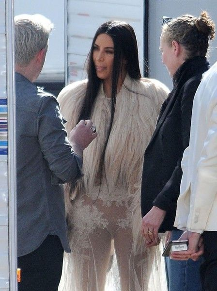 Kim Kardashian Photos Photos - Celebrities are spotted on the set of 'Ocean's Eight' in Los Angeles, California on March 6, 2017. Model Heidi Klum and reality star Kim Kardashian were on set filming their parts in the upcoming movie.<br /> <br /> Pictured: Kim Kardashian - Stars On The Set Of 'Ocean's Eight' In Los Angeles