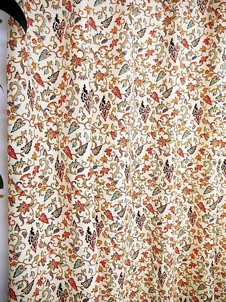 金更紗・プラダバティック・570サイズ金ラメ入り裏地付き二級遮光のかわいいアジアンカーテンの通販《マニス》の詳細ページです。テレマカシイは、おしゃれで可愛いアジアンテイストのカーテンの通販専門店です。