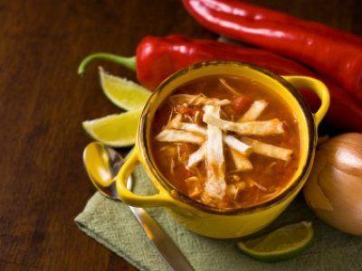Receta de Sopa de Tortilla Tradicional | La sopa de tortilla es una de las sopas mas tradicionales mexicanas. Esta receta queda exquisita.