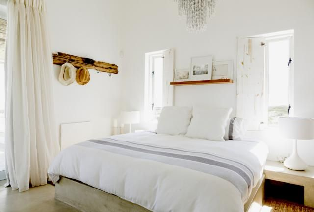 Easy ways to make your small bedroom look bigger for Small room 5 1 or 7 1
