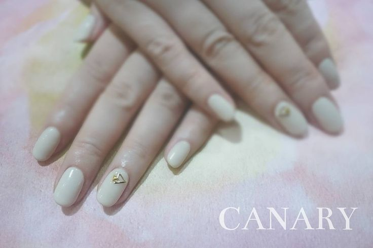 ▲+△+。 on soft & milky beige  優しい~色に三角スタッズが効いてます(・ω<)-☆ *  CANARY Nail & Eyelash ↓Booking and any enquiry↓ Call : +852 25370338 Whatsapp : +852 56312839 LINE : canaryhongkong Facebook : Canary HK * 日本語, English, 廣東話, 中文OK♪︎ * 《We have 1st trial offer for gel nails & lashes!!》 *  #canarycentral #canarynail #canaryeyelash #nailsalonhk #eyelashsalonhk #香港ネイルサロン #まつげパーマ #マツエク #gelnails #manicure #eyelash  #centralhongkong #香港中環 #美甲 #中環gel甲 #香港ネイルサロン #香港アイラッシュサロン #植眼睫毛 #日式植睫毛 #simplenaildesigns