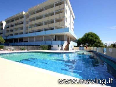 frontemare con piscina / beachfront with pool. Prenotazioni / Booking: http://www.moving.it